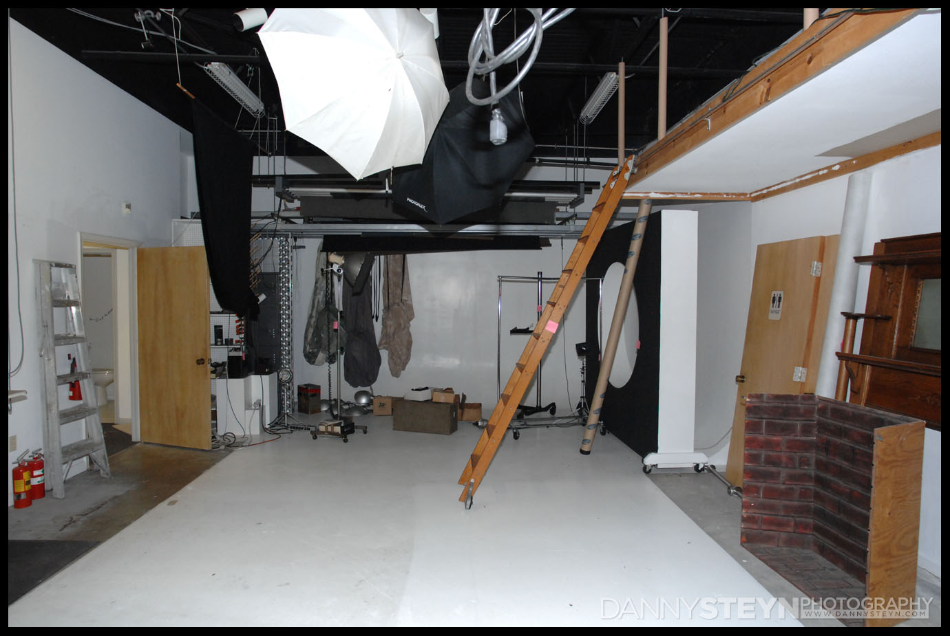 Getting a closer look - New photography studio construction project