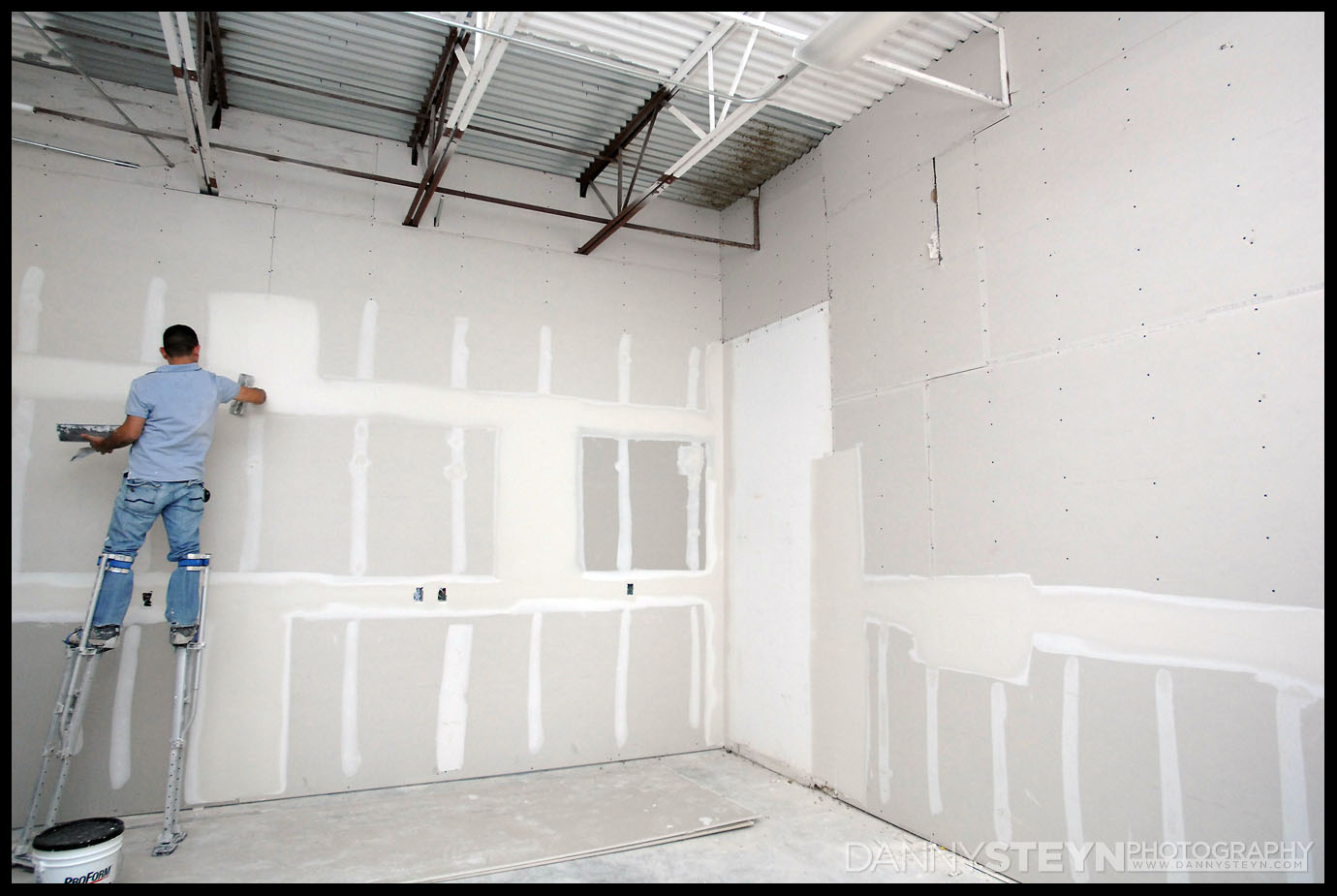 Danny Steyn Photography Studio - Drywall framing, taping and mudding
