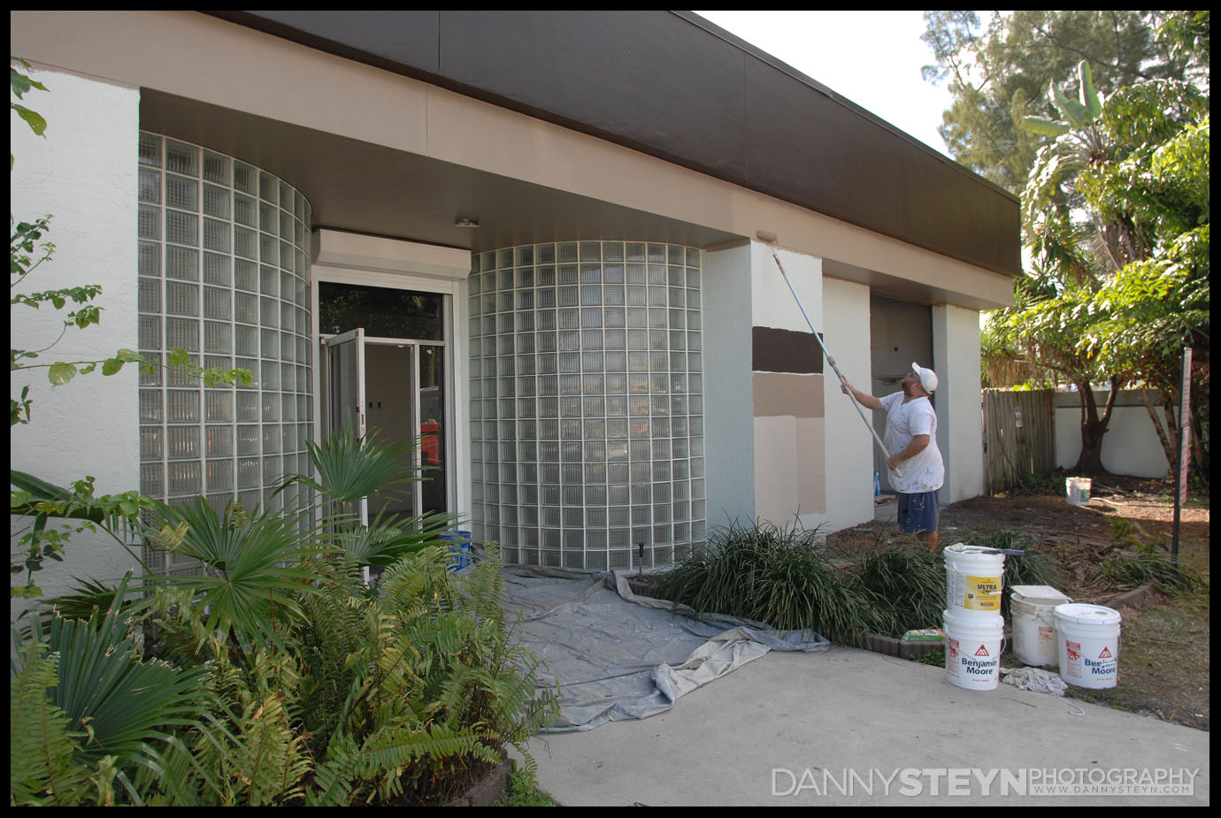 Painting the new Danny Steyn Photography Studio