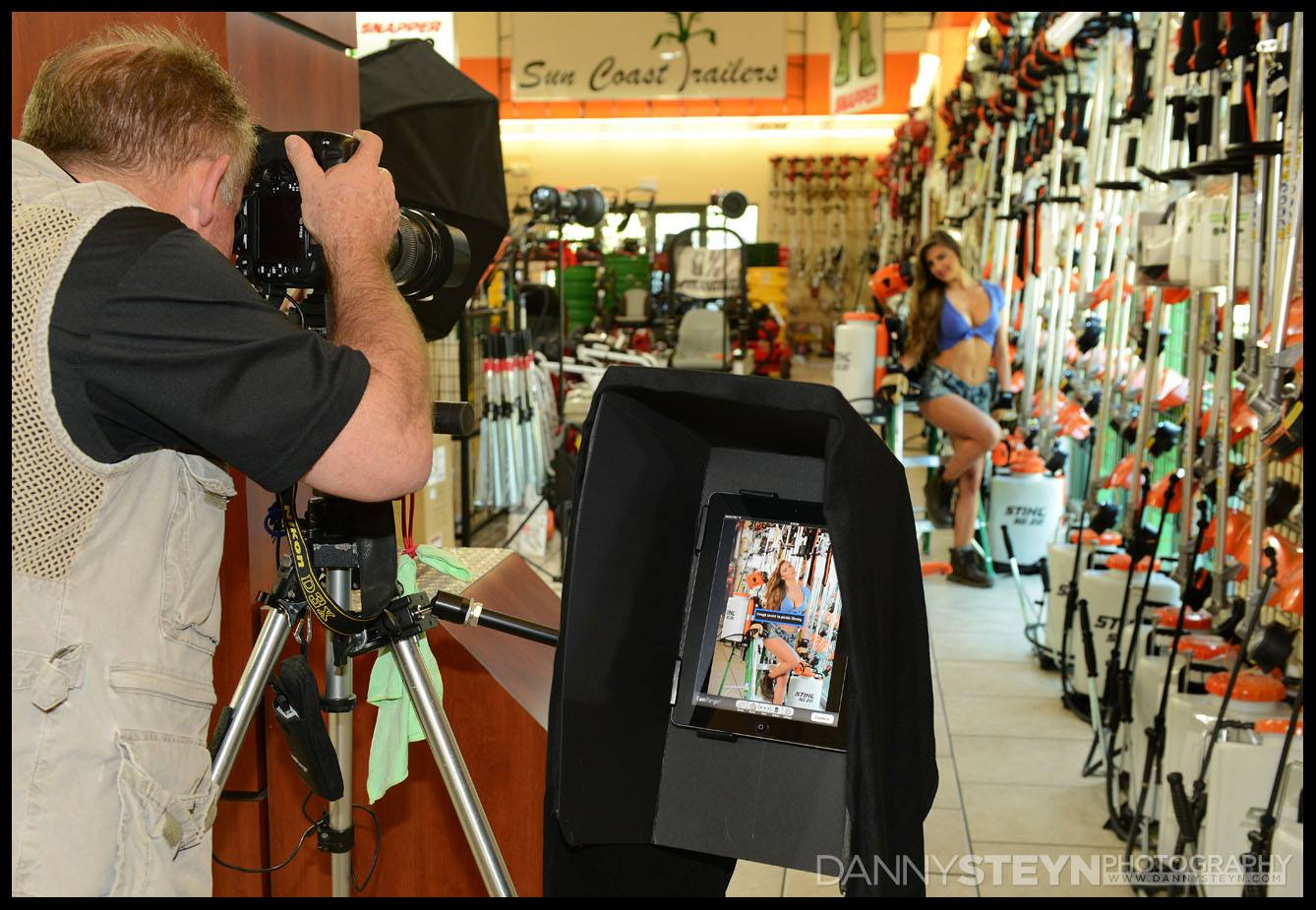 Wireless previewing images on iPad tablet using CamRanger attached to Nikon D3x