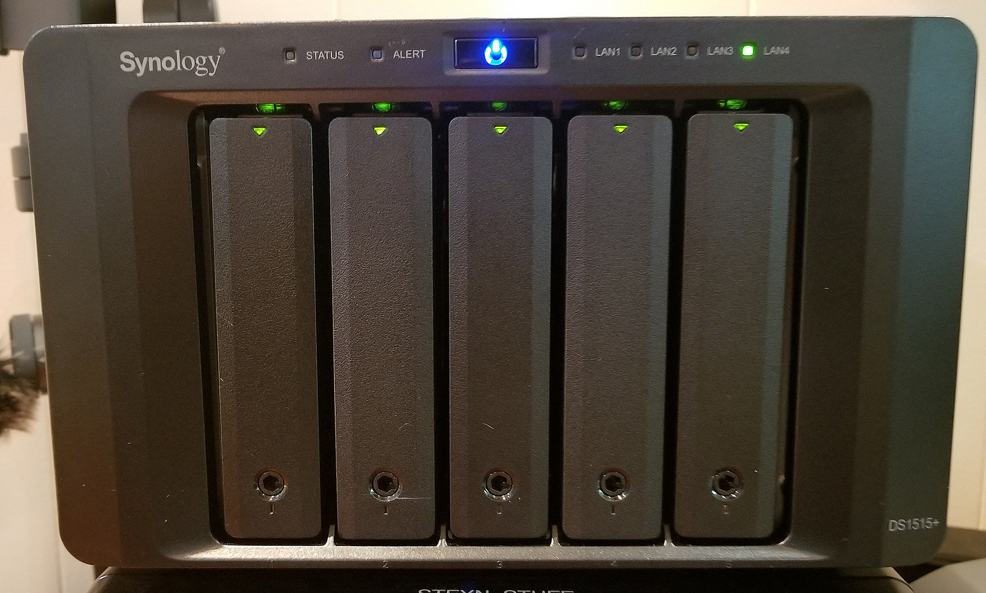 Synology DS1515+ 5-Bay drives with 5 x 8TB NAS Enterprise HDD's Striped in RAID 5